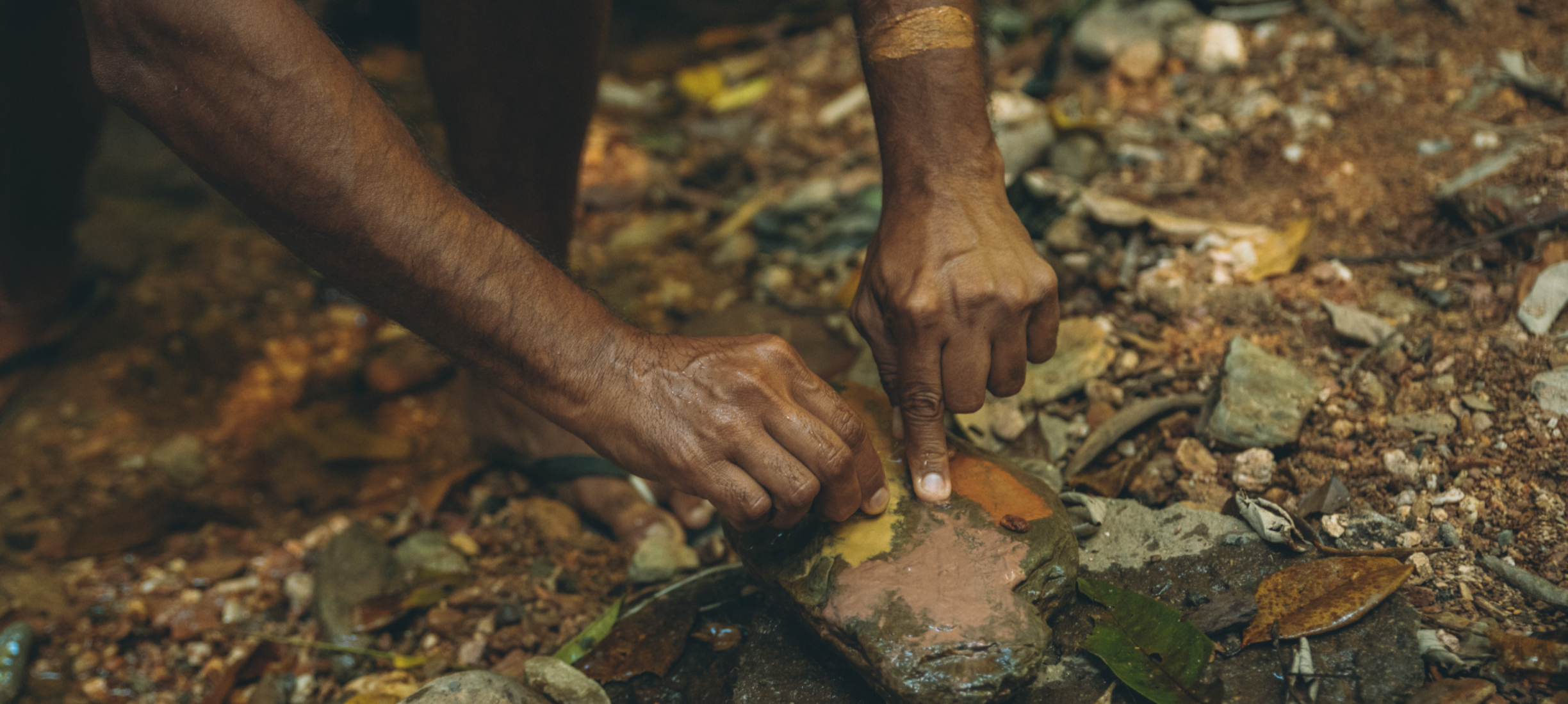Making Ochre, Walkabout Cultural Adventures