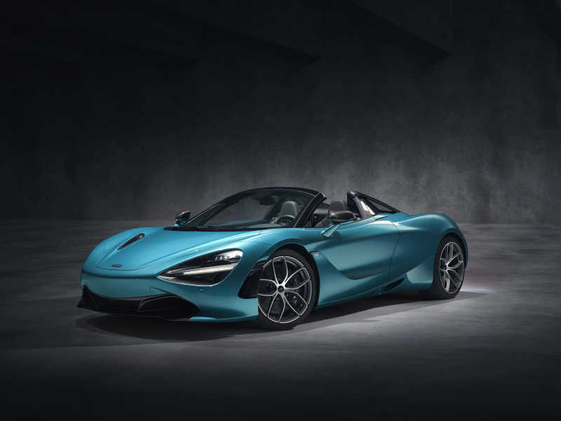 McLaren 720S Spider in beautiful blue