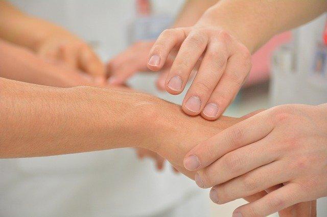 Błonica (dyfteryt) – przyczyny, objawy, leczenie, powikłania