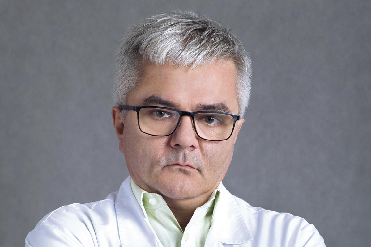 prof. Andrzej Fal, kierownikiem Kliniki Alergologii, Chorób Płuc i Chorób Wewnętrznych CSK MSWiA w Warszawie