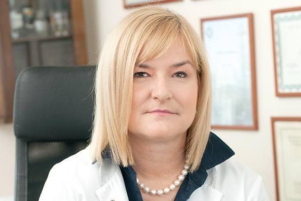 Dr n. med. Ewa Chlebus, dermatolog z wieloletnim doświadczeniem, szefowa kliniki Nova Derm w Warszawie