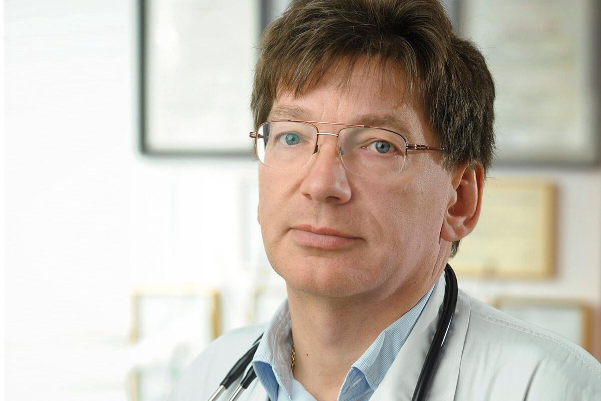 prof. Edward Franek, kier. Kliniki Chorób Wewnętrznych, Endokrynologii i Diabetologii MSWiA w Warszawie.