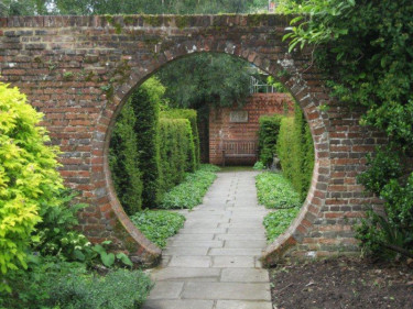 I krönikan **Karins designtips** får ni råd, tankar och inspiration kring trädgårdens design och planering, både i det lilla enkla och i det stora och annorlunda.