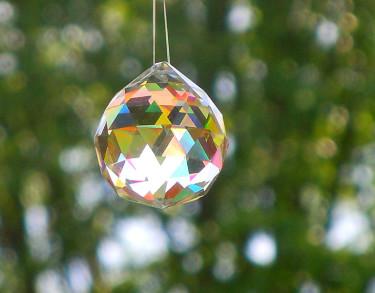 Kristallen den fina hänger  från taket. Foto: Sylvia Svensson