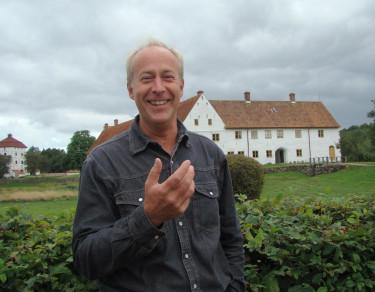 Georg Grundsten, slottsträdgårdsmästare, talar sig varm för en levande, användbar och ekologisk köksträdgård och ger av bara farten ett enkelt tips på hur vi kan spara våra favorittomater till nästa år.