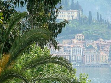Utsikt från Villa Carlotta i morgondiset.