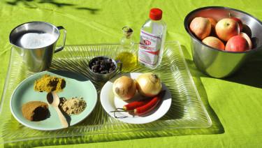 Ingredienser till äppelchutneyn.  Foto: Bernt Svensson