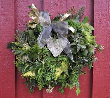 Det är kanske snart dags att hänga upp en grön krans på dörren eller husväggen.  Foto: Sylvia Svensson
