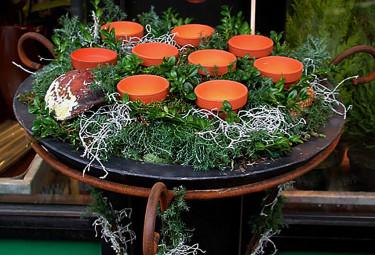Pynta i trädgården med ljusfat. Foto: Sylvia Svensson
