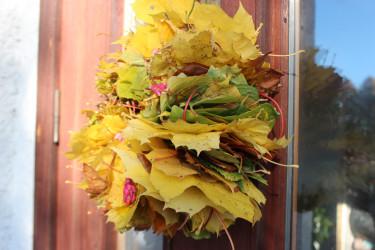 På dörren sitter en höstkrans fint! / Foto: Anna Theorin