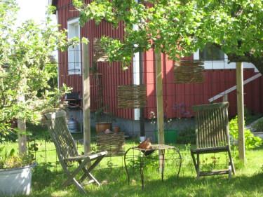 Det är mycket i trädgården som är enkelt att skapa, men vi kan behöva hjälp med planering och utformning. Varför inte fråga mig!