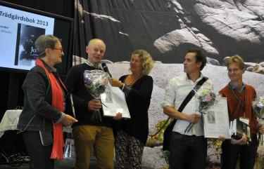 Prisutdelning Årets Trädgårdsbok 2013. Författaren är tvåa från vänster.  Foto: Bernt Svensson