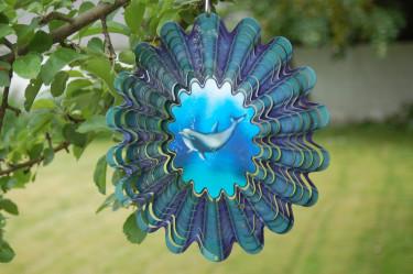 Läcker 3D-effekt gör att det ser ut som om delfinen simmar när vindspelet rör sig.  Foto: [Odla.nuShop](http://erbjudande.odla.nu/vs/?utm_source=odla&utm_medium=webb&utm_campaign=shopspalt1)