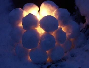 Gör en snöbollslykta och belys trädgården!Foto+arr: Sylvia Svensson