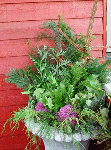 Entrékruka med lösa kvistar och prydnadskål.Foto och arr: Sylvia Svensson