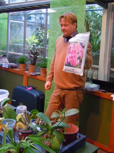 Det finns färdigblandad orkidékompost att köpa. Foto: Sylvia Svensson