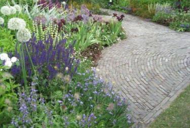 Det finns olika stilar i trädgården och det gäller att du hittar din för att du ska trivas!
