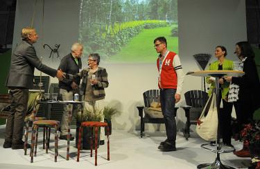 Lappmarkens budkavle delas ut till olika organiastioner Foto: Bernt Svensson