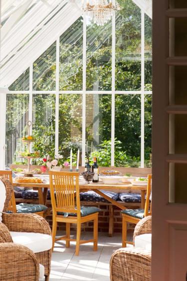 Det finns sittplatser både för mat och umgänge och för goda stunder på tu man hand.