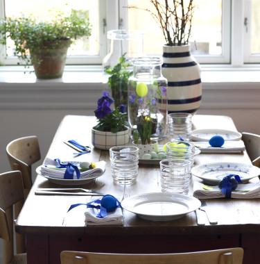 Neongult och blåa växter utgör en vacker kontrast. Foto: Sofie Helsted och Mille Fly