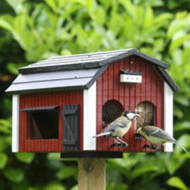 Dekorativa fågelmatare, poppis hos fåglarna. Du hittar dem här: [Fågelmatare och fågelmat](http://erbjudande.odla.nu/ff/).