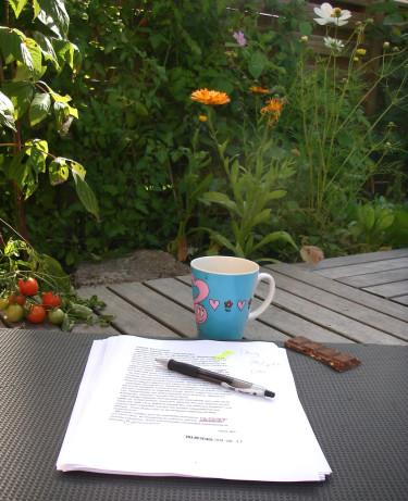 För Låtta Skogh är en trädgård en plats där man kan vara utomhus samtidigt som man är hemma. Foto: Låtta Skogh