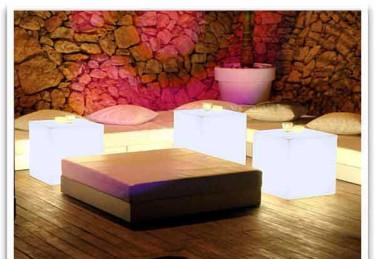 Cuby Light, borden som lyser upp tillvaron! Från [Balkongshoppen](http://www.balkongshoppen.se/cuby-light-lysande-bord-p-480-c-111.aspx)