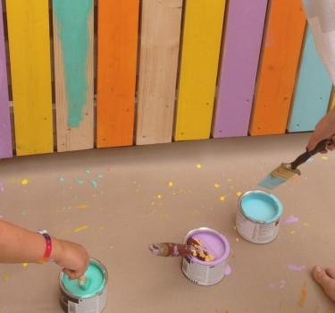 Det är roligt att måla små ytor och med starka färger.