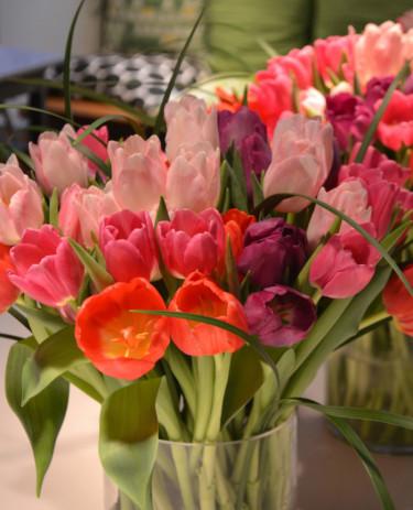 Tulpanbukett med grönt, Gunnar Kaj Foto: Blomsterfrämjandet