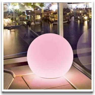 En läckert lysande utedekoration. Från [Balkongshoppen](http://www.balkongshoppen.se/firefly-lysande-utebelysning-p-674-c-111.aspx)