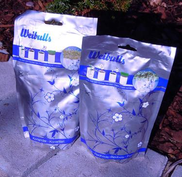 Snygga krukpåsar färdiga med jord och frö för att odla kryddor inomhus. Foto: Bernt Svensson