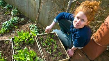 Alys Fowler i den njutbara trädgården. Foto. SVT1