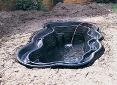 Fyll dammformen med vattenledningsvatten.