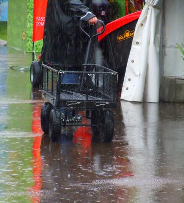 Praktisk skrinda och regnkläder var bra att ha Foto: Sylvia Svensson