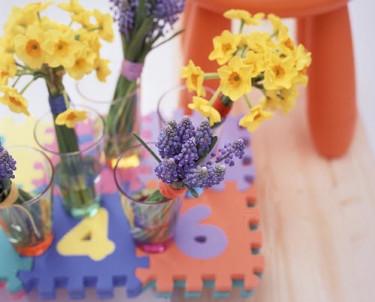 Lekfullt, spontant och okomplicerat är temat för vårens blomsterdekorationer. Foto: Flower Council.