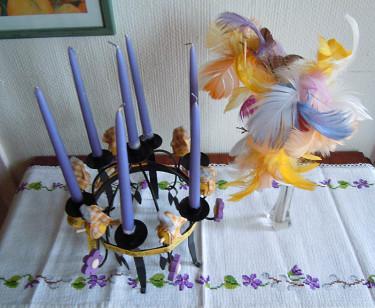 Påskljustake med fjädrar. Foto och arr. Sylvia Svensson