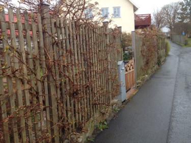 En annat exempel på när grinden är lägre än omgivande plank.