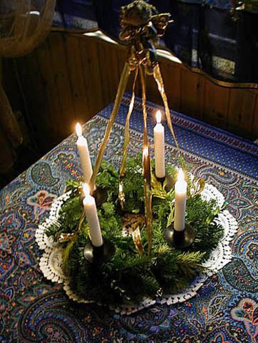 Adventskrans i en järnställning. Arr+foto: Sylvia Svensson