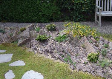 Platta, ojämna stenar, samma som förra bilden men ovanifrån. Foto: Bernt Svensson