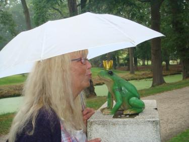 Kerstin är inte rädd för att testa nytt i trädgården – varför inte prova att kyssa en groda också! Man vet aldrig...