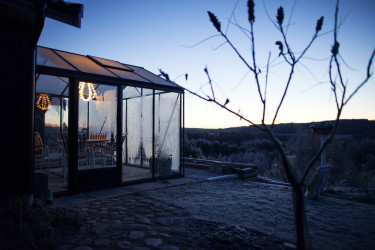 Anders Anderssons nyuppsatta växthus står rustat för vintern - och för nästa vår!