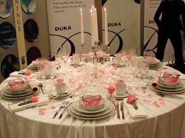 Dukas romantiska rosa/vita arrangemang.
