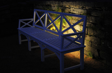 Bänk och mur med dold belysning Foto: Sylvia Svensson