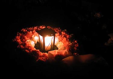 Snart är det Allhelgonahelg. Då är det självklart med ljus på graven.Foto: Sylvia Svensson