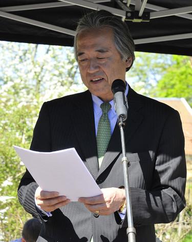 Japans ambassadör Seiji Morimoto invigningstalar. Foto: Bernt Svensson