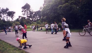 Många stadsparker i USA har förvandlats till aktiva sport och lekmiljöer för alla åldrar.