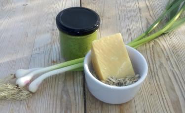 Med solrosfrön i stället för nötter i peston kan du bjuda även en nötallergiker på middag.