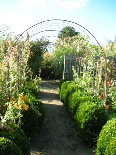 Le Jardin Plume, Frankrike. Ingång till potager Foto: Sylvia Svensson