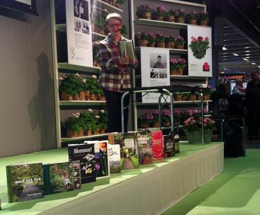 Scenpresentation av Årets Trädgårdsbok-kandidater av Carita Wallman-Larsson, som var med och initierade Årets Trädgårdsbok för 11 år sedan  Foto: Mariana Vodovosoff