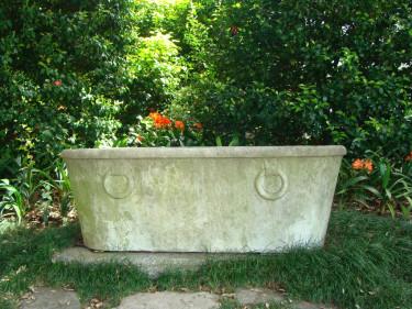 Om jag hade ett sådant här badkar i min trädgård, så vore det nog mitt bästa köp. Man kan alltid drömma! Foto: Katarina Kihlberg